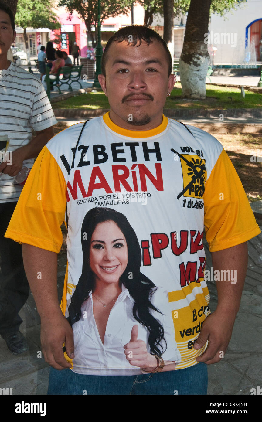 Supporter of Lizbeth Marin Sanchez, Party of Democratic Revolution candidate for Congress 2012 elections, in Nuevo - Stock Image