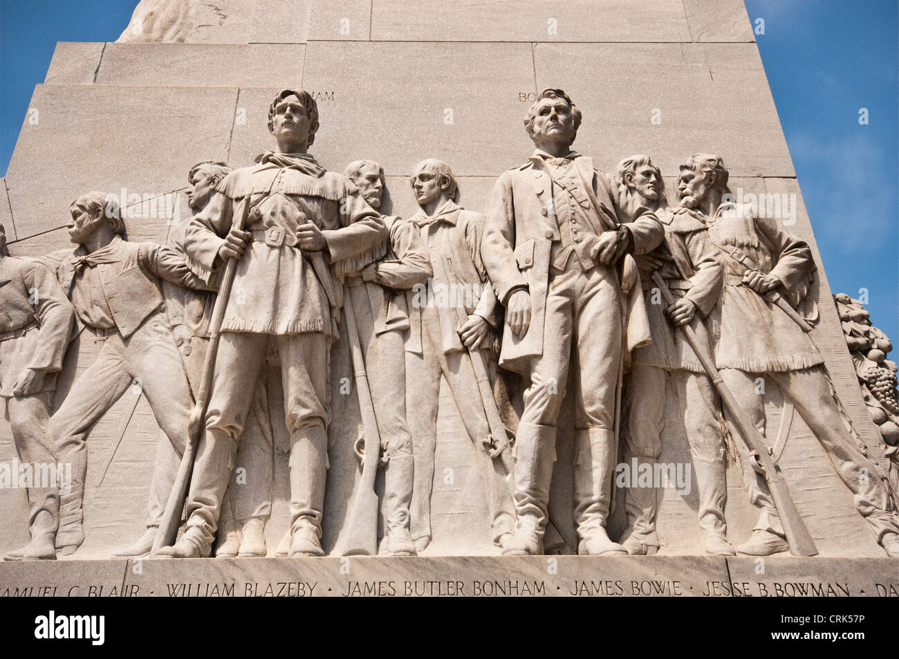 James Butler Bonham and James Bowie statues at Cenotaph memorial to the Alamo defenders, by Pompeo Coppini, in San - Stock Image
