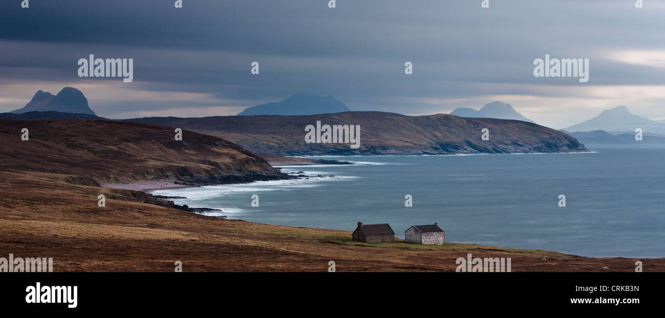 two cottages on the shore at Stoer, with the peaks of Suilven, Cul Beag & Stac Polaidh beyond, Assynt, Sutherland, - Stock Image