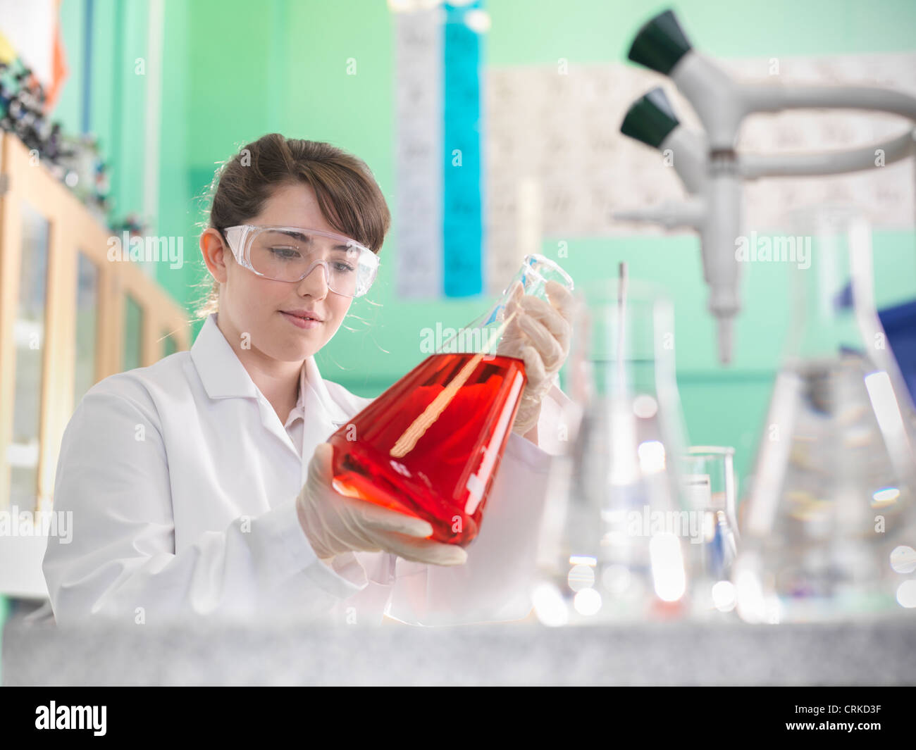 Chemistry student working in lab - Stock Image