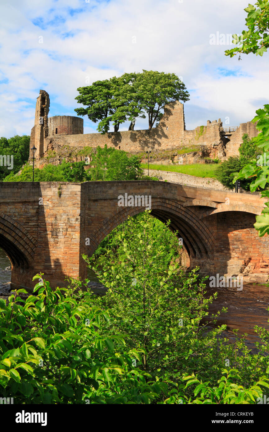 Barnard Castle and County Bridge over the River Tees, Teesdale, County Durham, England, UK. - Stock Image