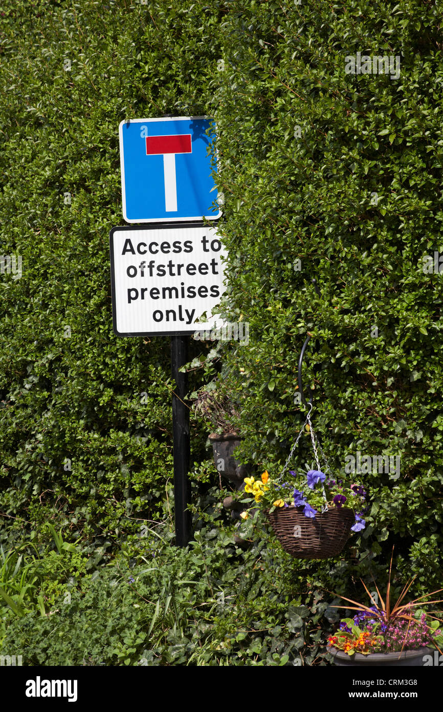 t junction access to offstreet premises only sign in Lacock village - Stock Image