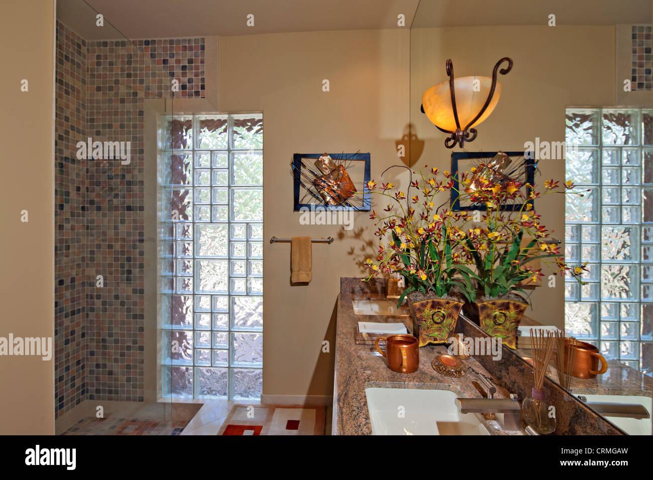 Empty luxurious bathroom - Stock Image
