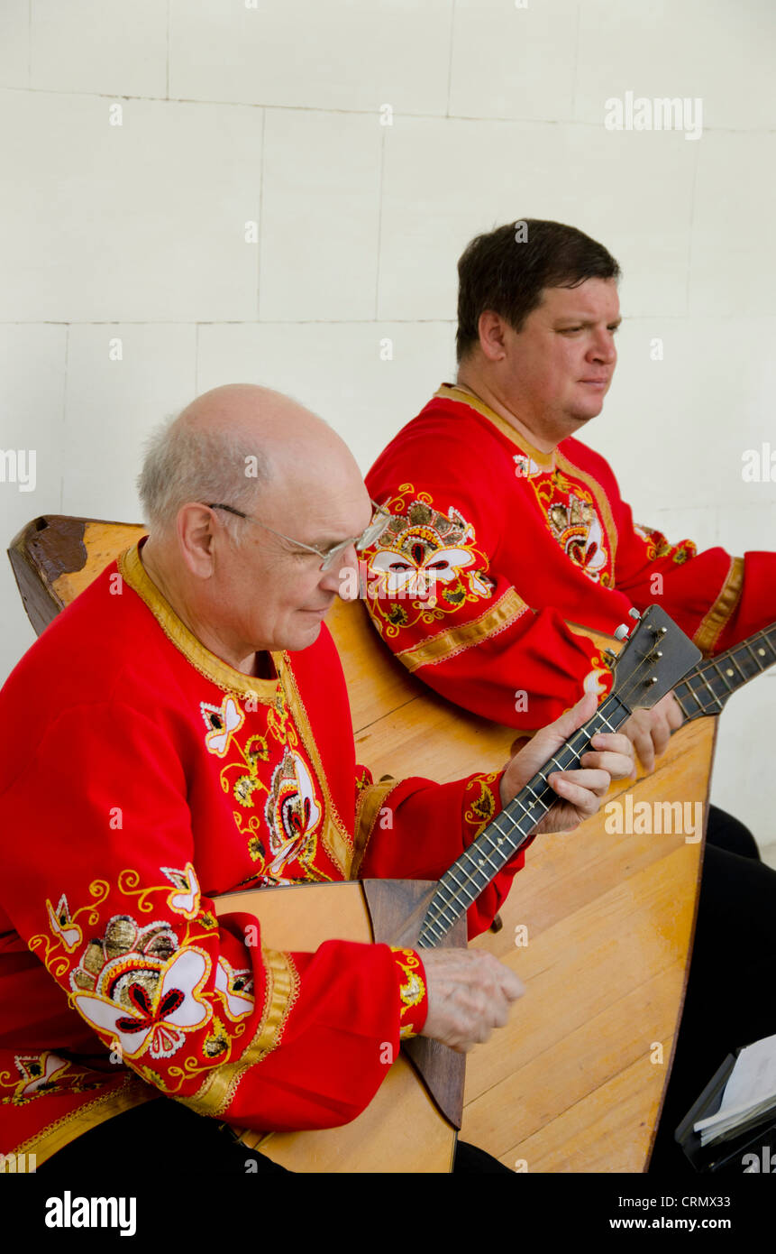 Ukraine, Yalta, Livadia Palace. Ukrainian folkloric show. Men playing Russian three-stringed balalaika. - Stock Image
