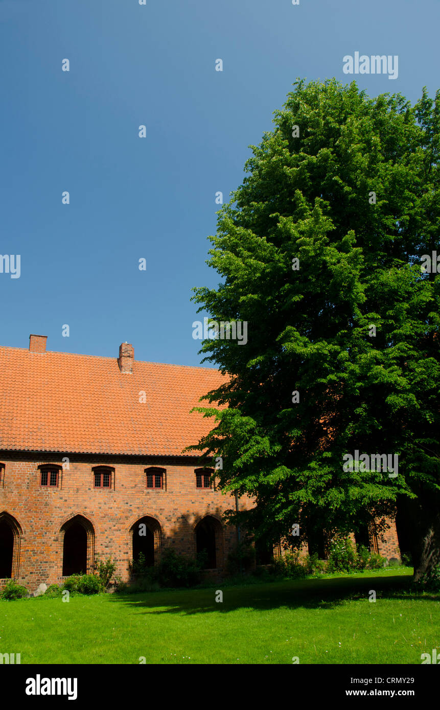 Denmark, Helsingoer. The church of St. Mary & Monastery of Our Lady, c. 1430, courtyard. - Stock Image