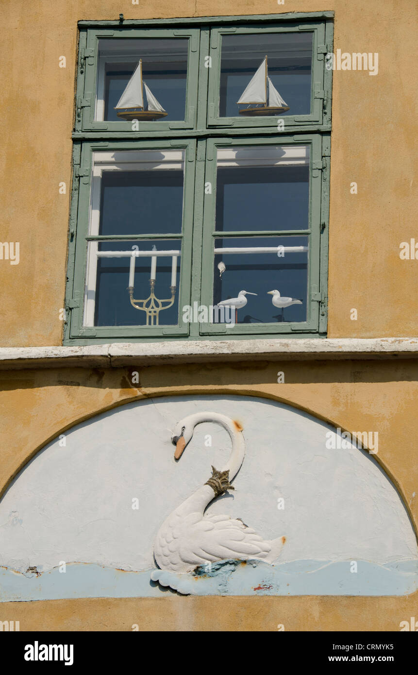 Denmark, Helsingoer. Downtown, typical historic architecture. Swan decoration on wall. - Stock Image