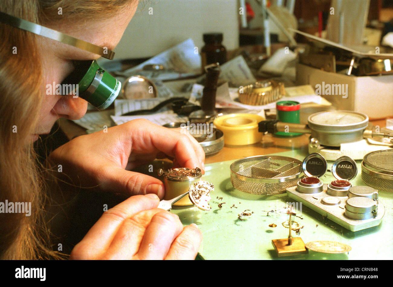Watchmaker repaired watch movements, Berlin - Stock Image