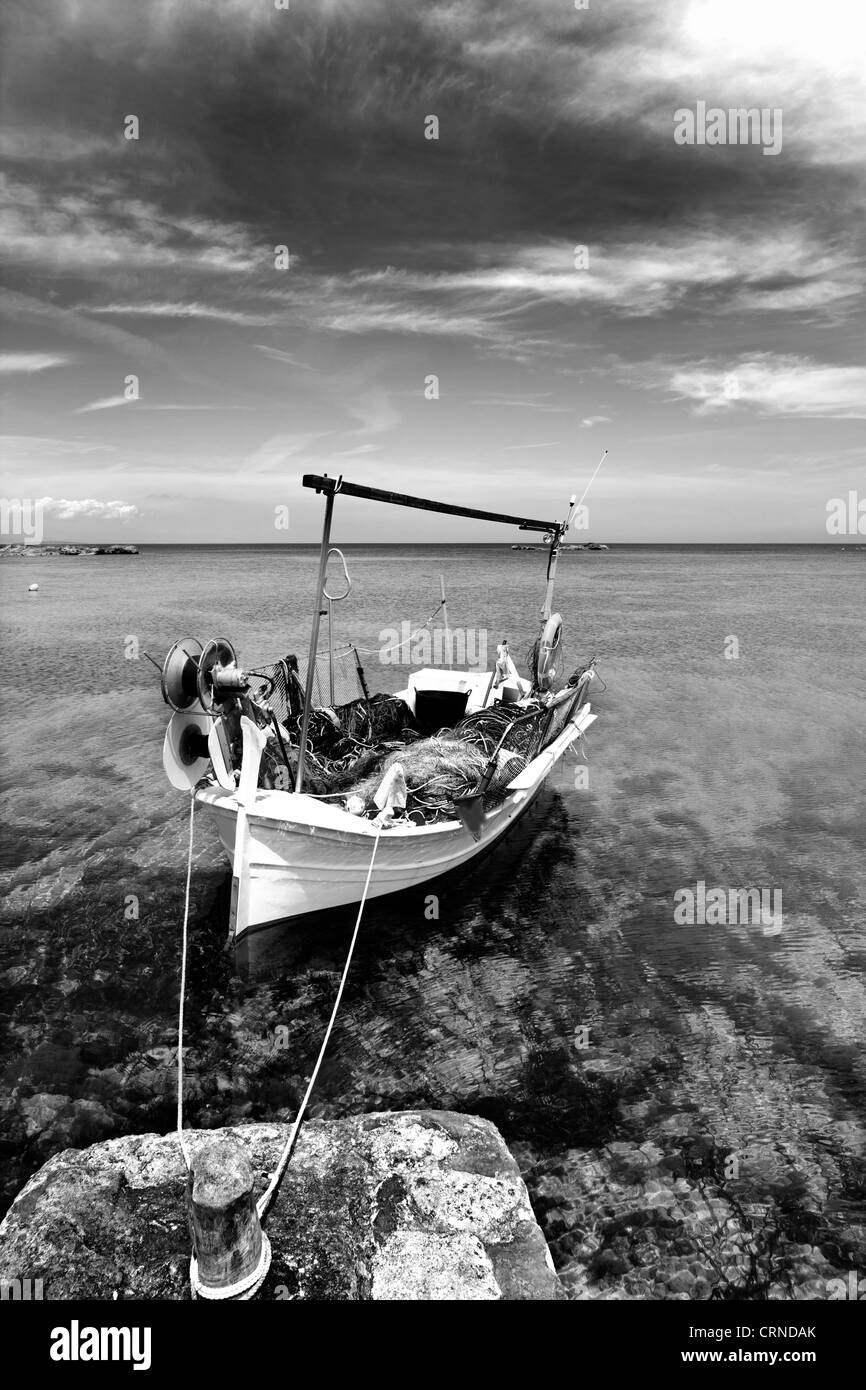 Els Pujols beach in Formentera with traditional fishing boat in black and white - Stock Image