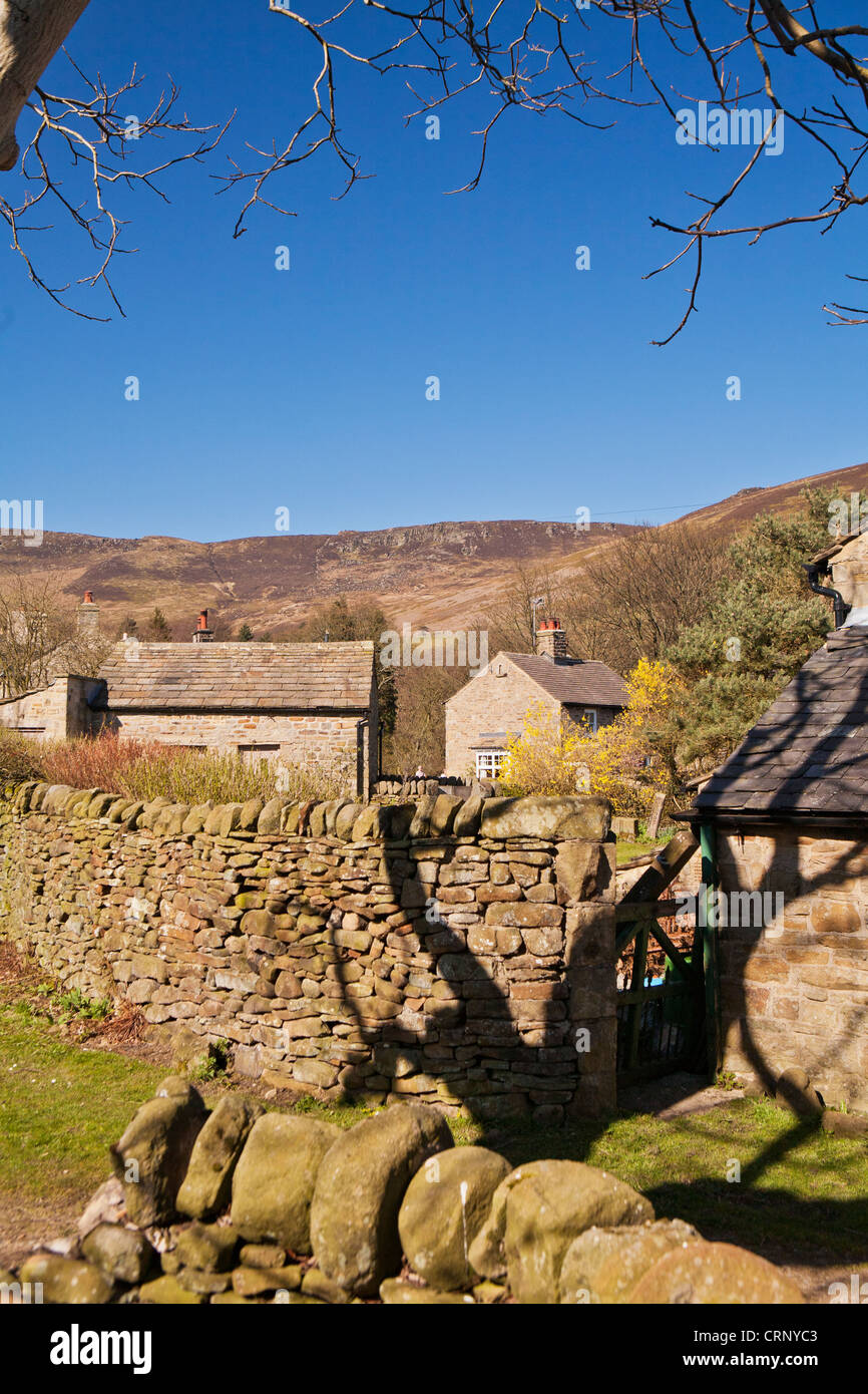 The village of Edale with Kinder Scout in the background, Peak District National Park, Derbyshire, England UK - Stock Image