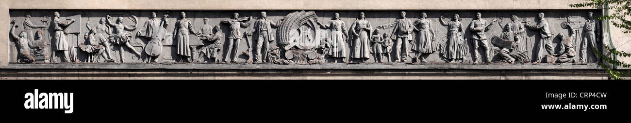 St. Petersburg, Leningrad. Moscow Cinema. Sculptural frieze, made an Honoured Artist of the RSFSR sculptor NV Krestovsky. - Stock Image