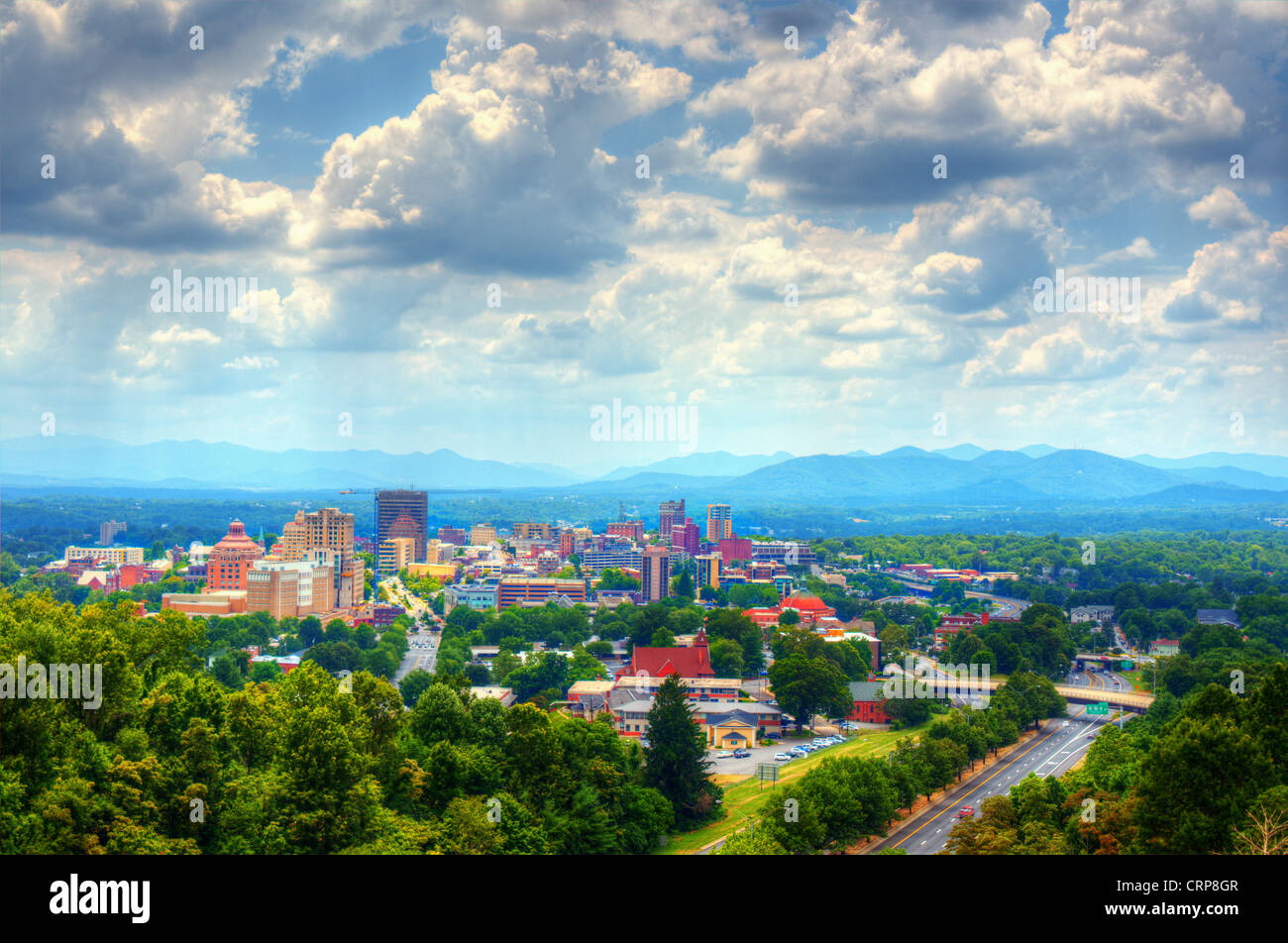 Asheville, North Carolina skyline nestled in the Blue Ridge Mountains. - Stock Image