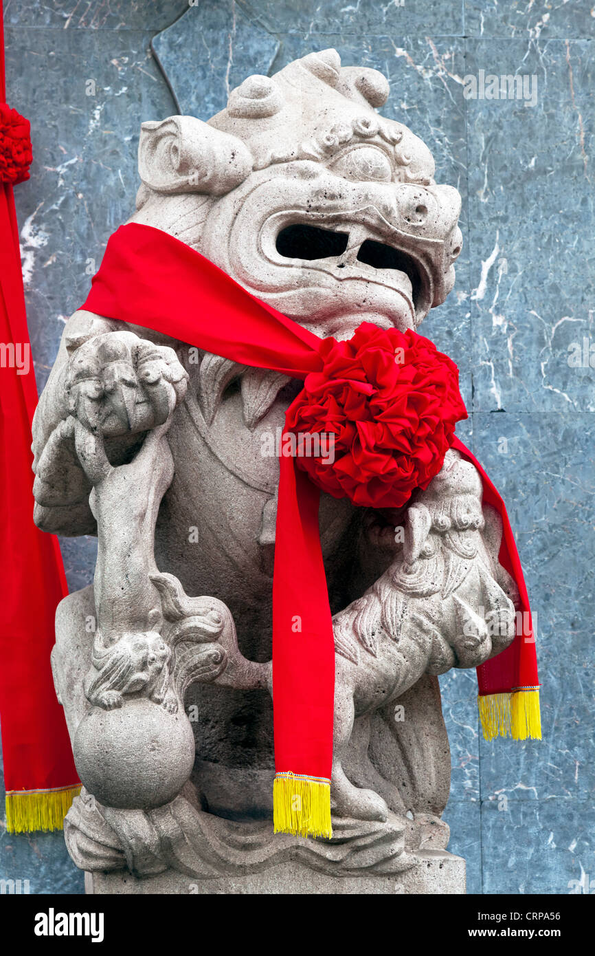 Detail of a Chinese Lion statue, Thian Hock Keng Chinese Hokkien Temple in Telok Ayer Street, Singapore - Stock Image
