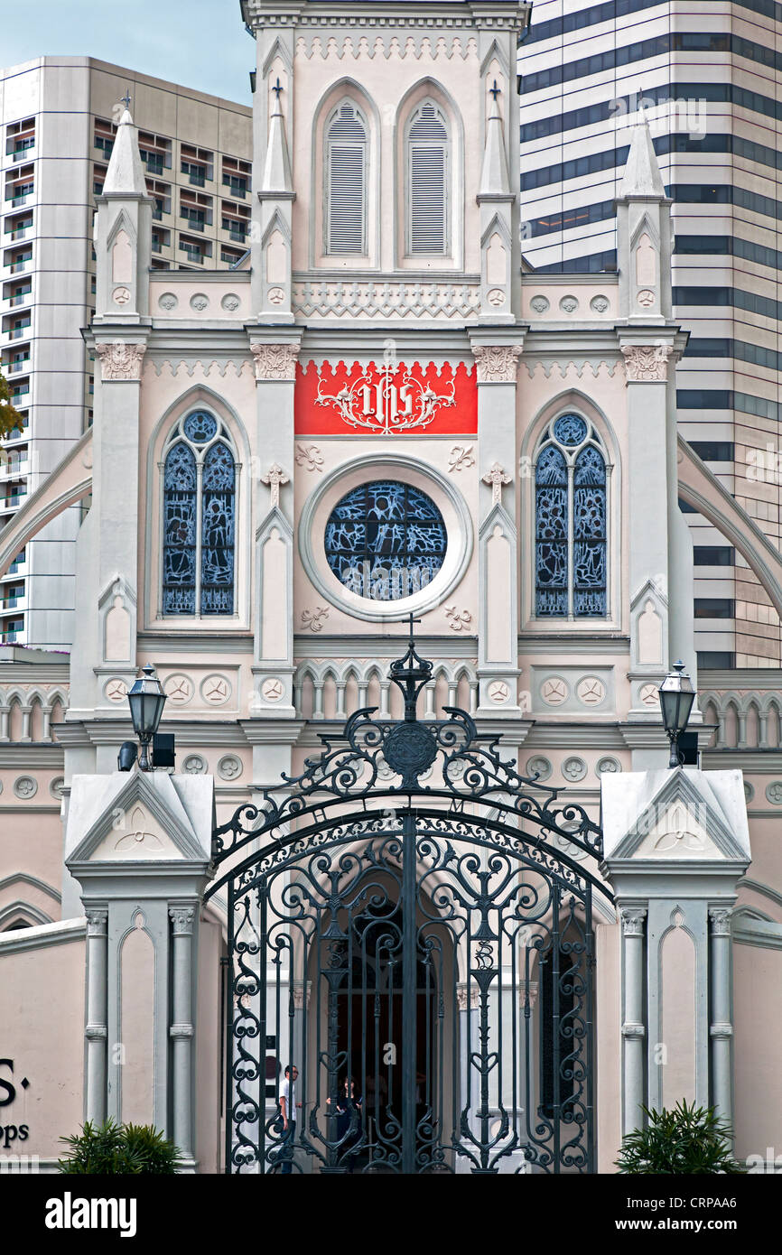 South East Asia, Singapore, Cathedral of the Good Shepard and modern hotel architecture - Stock Image