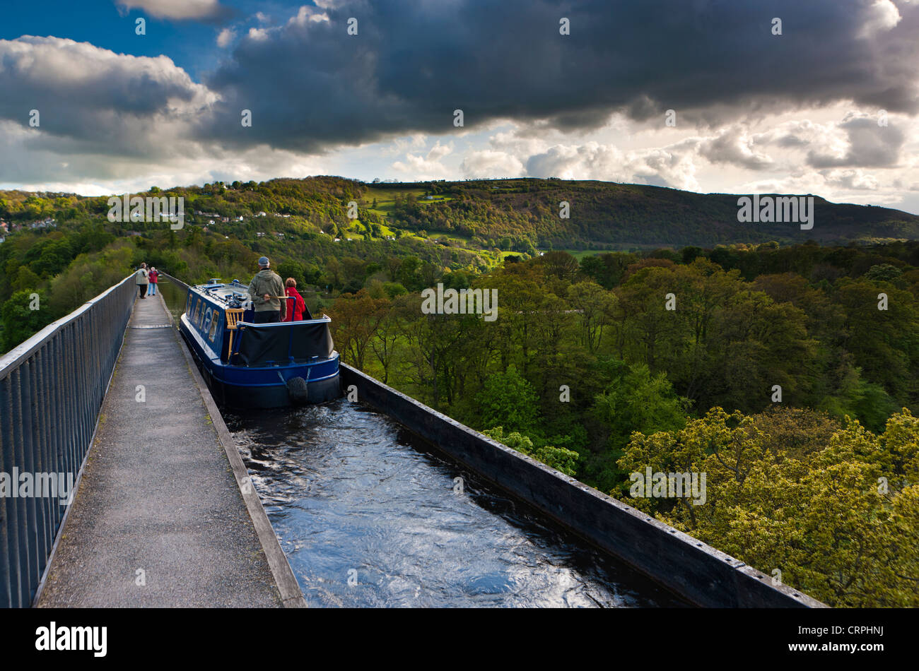A barge travelling along the Pontcysyllte Aqueduct, a navigable aqueduct that carries the Llangollen Canal over Stock Photo