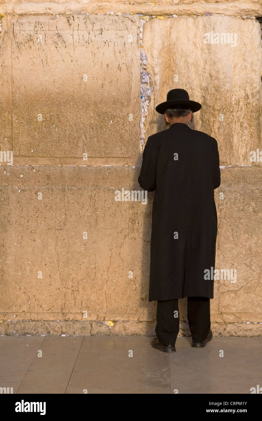 Orthodox Jew worships at the Old City's Western Wall, Jerusalem, Israel - Stock Image