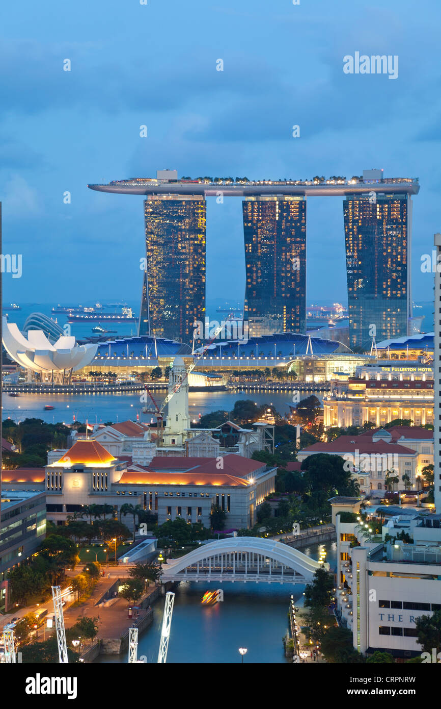 Singapore, Elevated view over the Entertainment district of Clarke Quay, the Singapore river and City Skyline - Stock Image