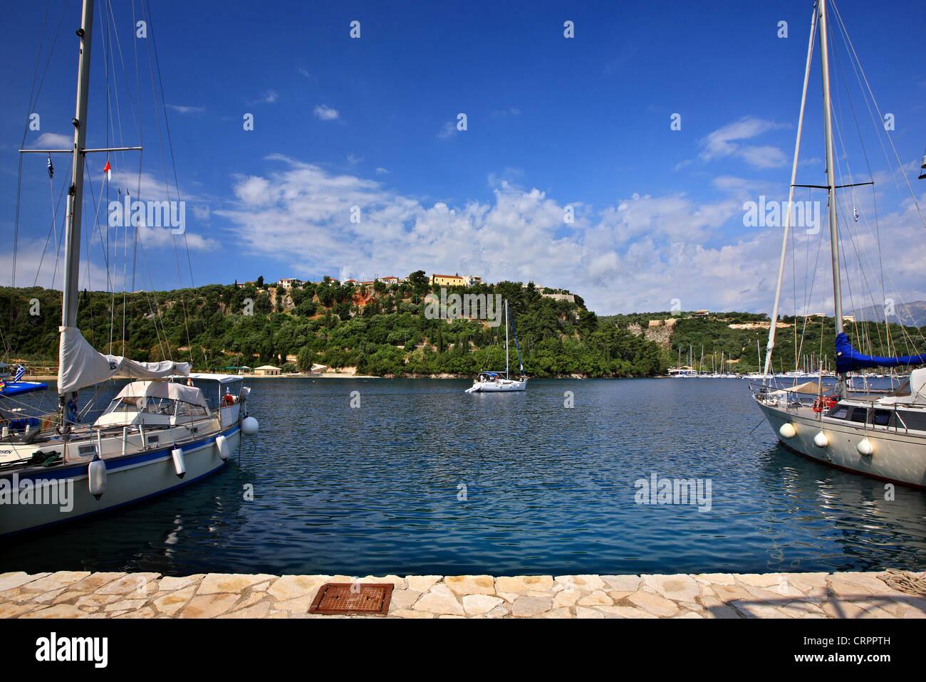 Yachts at the marina in Spilia bay, close to Spartochori village, Meganisi island (Lefkada prefecture), Ionian sea, Stock Photo