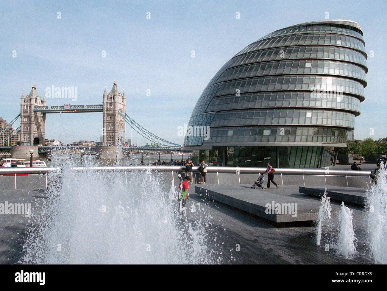 The new City Hall of London and Tower Bridge - Stock Image
