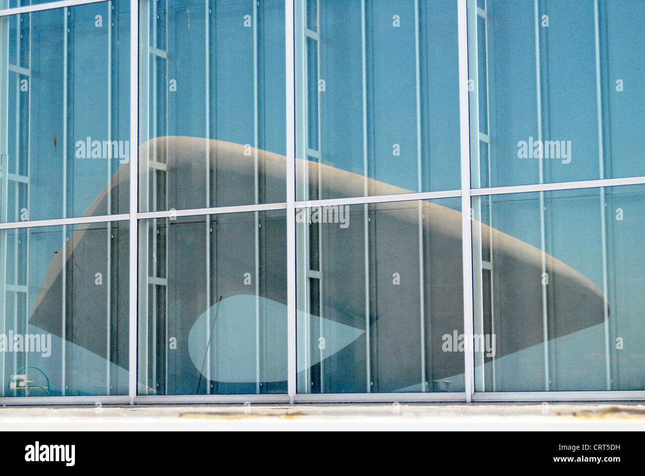 Reflection of the sculpture 'Signal' by Henri Georges Adam in the window of the Museum of Modern Art in - Stock Image