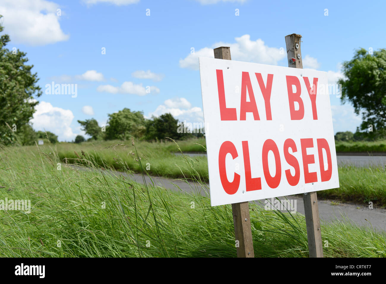Lay by closed sign by side of road - Stock Image