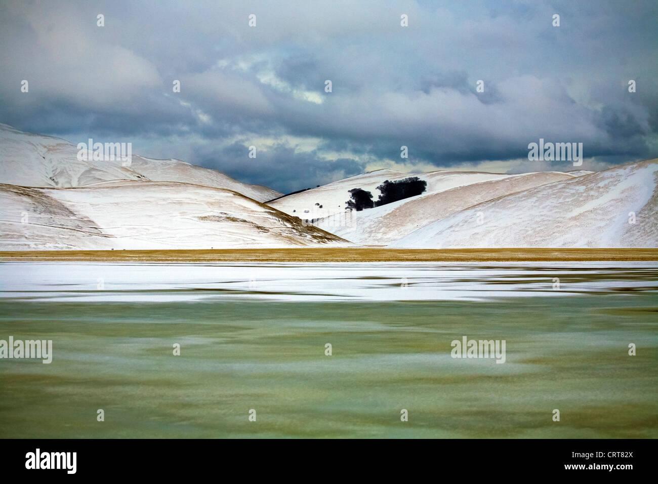 Europa Italy Umbria Castelluccio da Norcia Province of Perugia  Mount Sibillini National park Landscape with snow - Stock Image