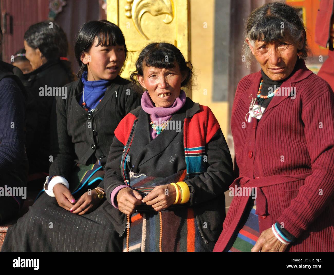 Family visiting Bodnath, Kathmandu, Nepal - Stock Image
