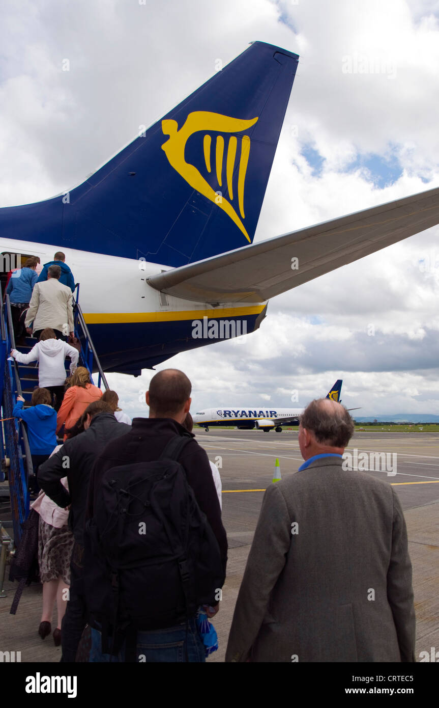 Boarding passengers on a flight with Ryanair Boeing 737-800 series aircraft - Stock Image