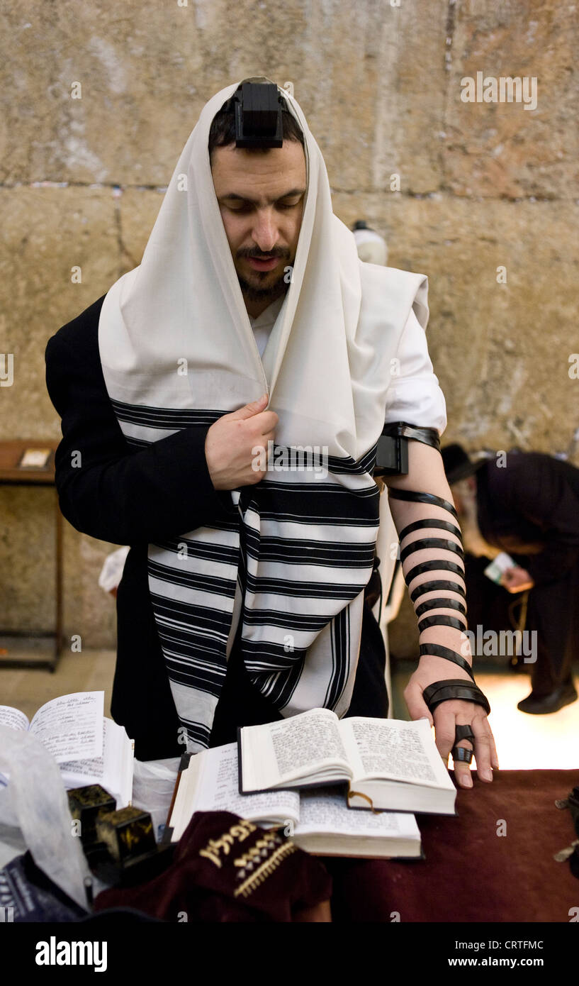 A religious Jew praying, The Wailing Wall, Old City of Jerusalem, Israel - Stock Image