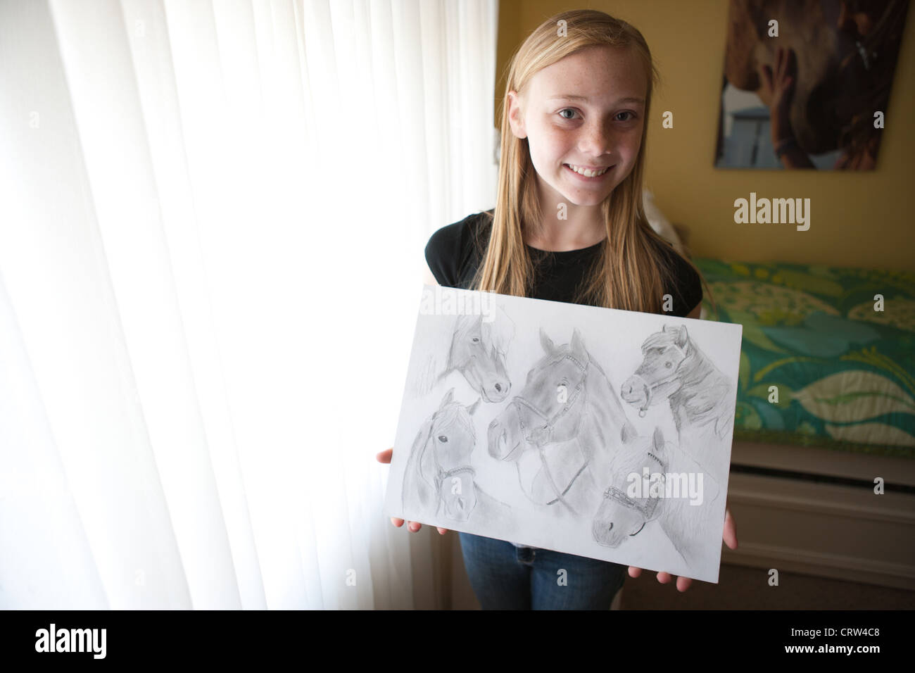 Thirteen year old girl holds her pencil drawings of horses and smiles stock photo 49110104 alamy for Disegni di cavalli a matita