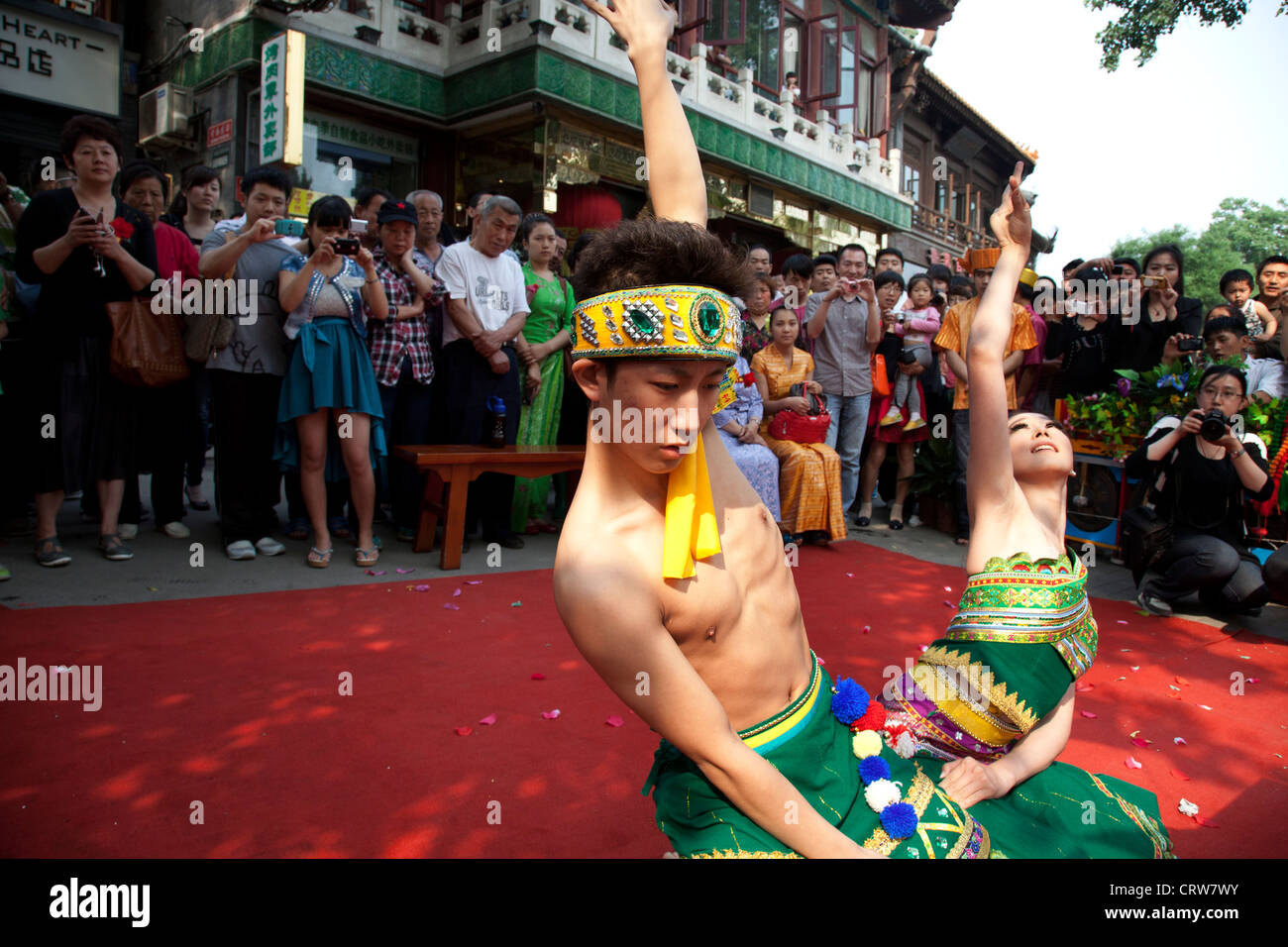 Traditional dancers dressed in beautiful costumes perform a dance on a day of cultural celebration in Shichahai - Stock Image