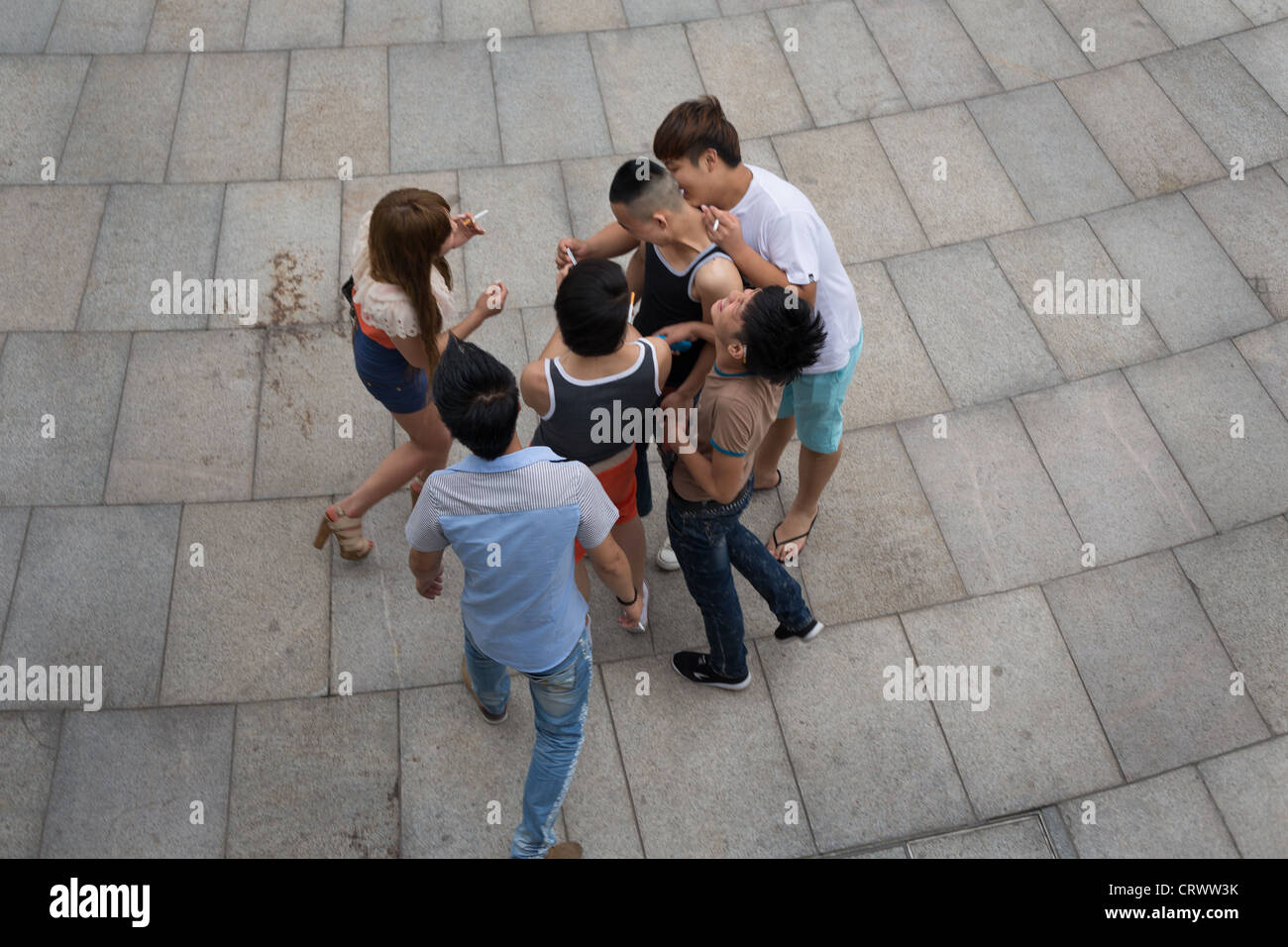 Chinese youths on the Bund, in Shanghai, China. - Stock Image