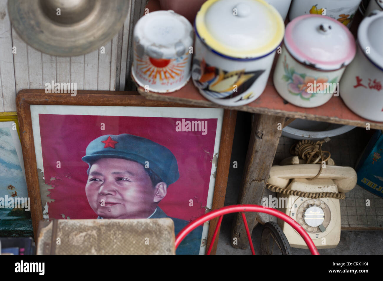 Chairman Mao memorabilia on sale in Dongtai Road Antique Market in Shanghai, China. - Stock Image