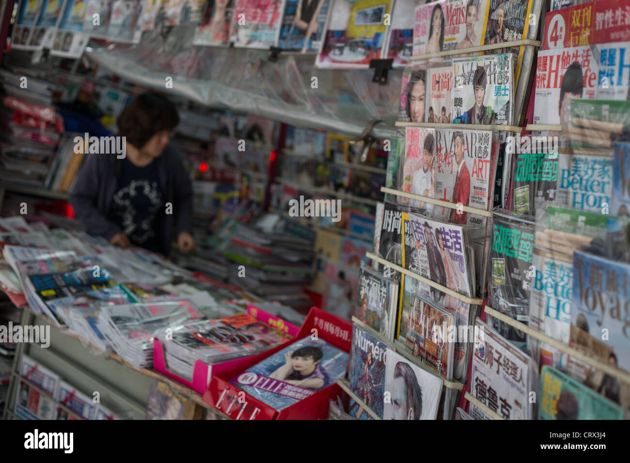 News kiosk selling newspapers and magazines, in Shanghai, China - Stock Image