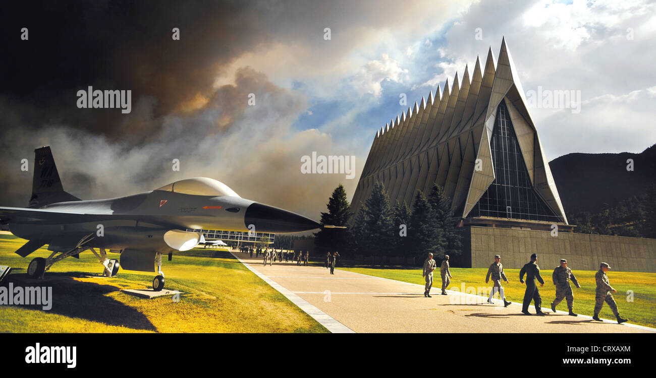 Massive clouds of smoke from the Waldo Canyon Fire rises behind the Air Force Academy's Cadet Chapel as cadets head Stock Photo