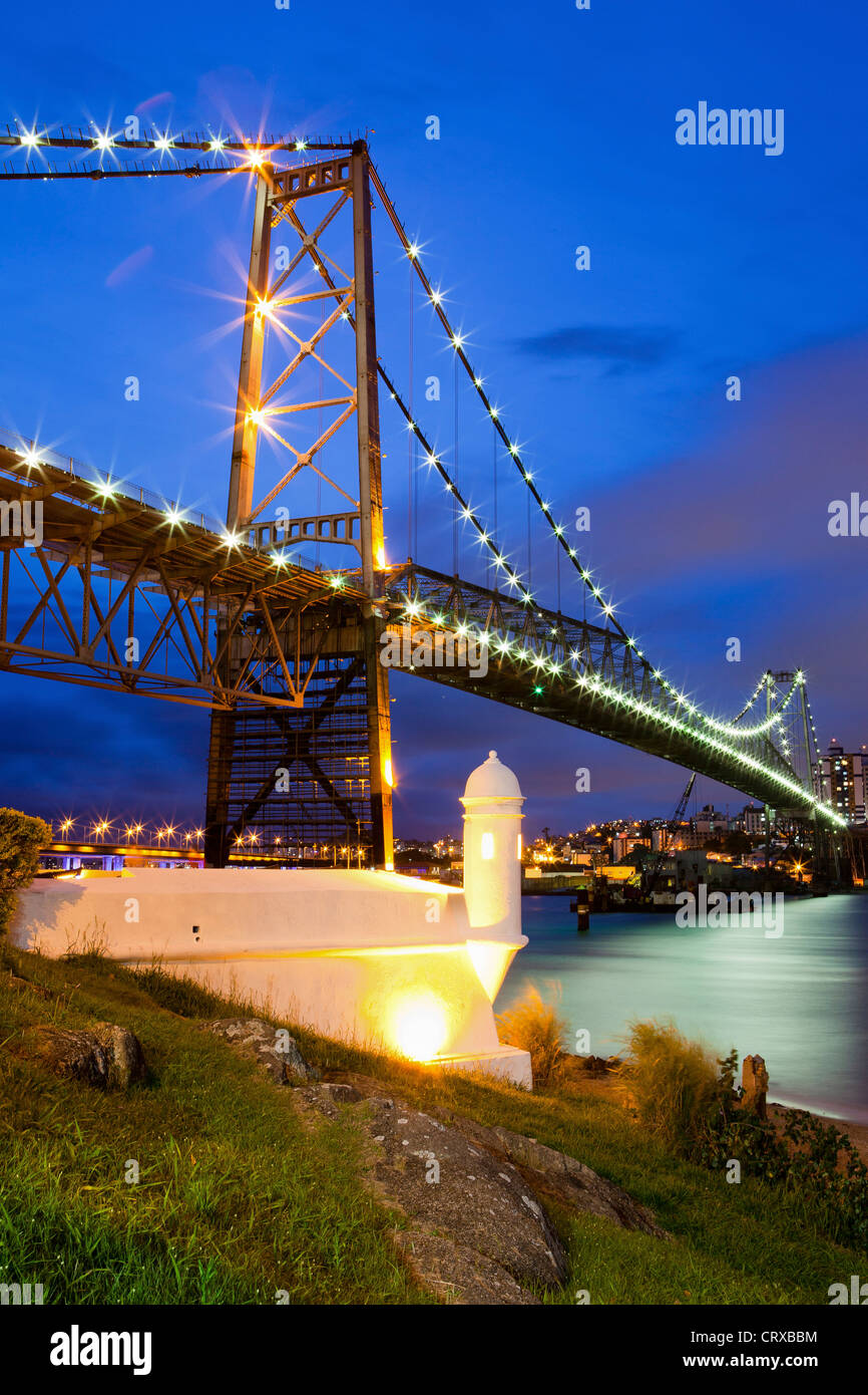 Hercilio Luz Bridge at night in Florianopolis, the capital city of Santa Catarina State in southern Brazil - Stock Image
