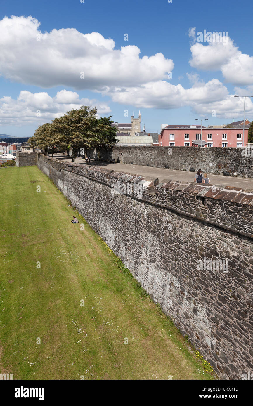 United Kingdom, Northern Ireland, County Derry, View of city wall - Stock Image