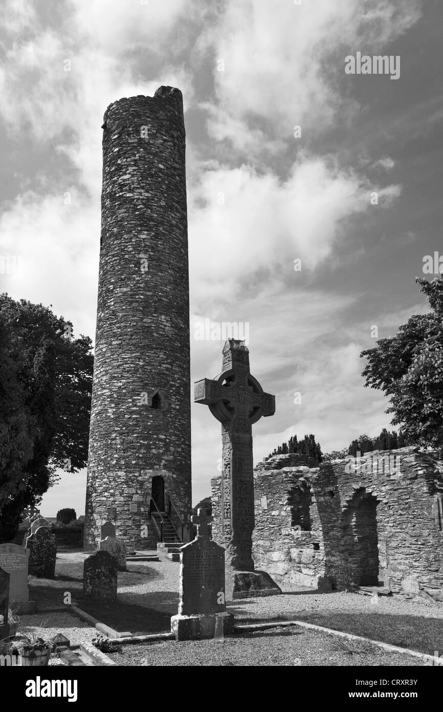 Ireland, Leinster, County Louth, View of Round tower and Monasterboice - Stock Image