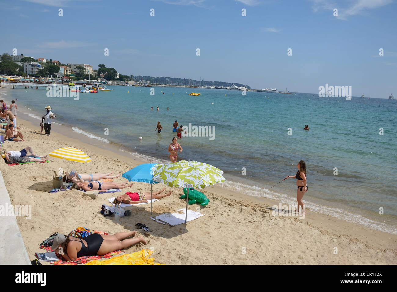plage publique public beach juan les pins c te d 39 azur stock photo 49151394 alamy. Black Bedroom Furniture Sets. Home Design Ideas