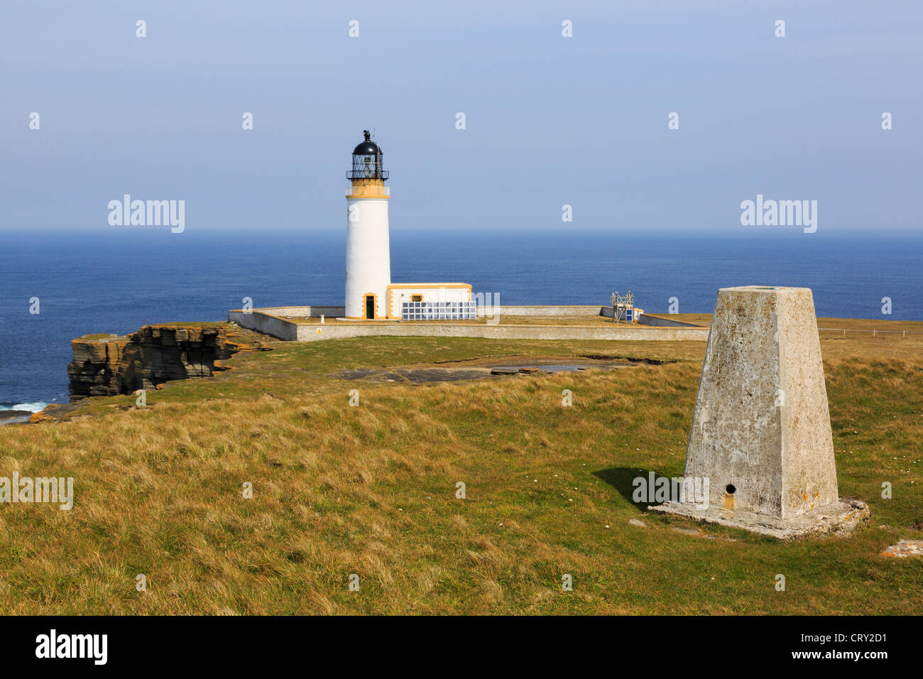 Trig point and lighthouse built on headland to warn ships off North Shoal at Noup Head, Westray Island, Orkney Islands, - Stock Image