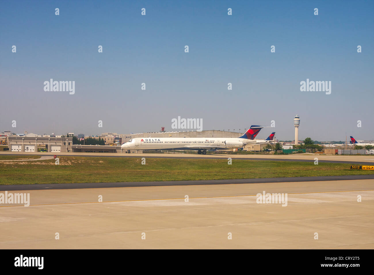 Delta airplane taxiing at Atlanta's Hartsfield Jackson Airport - Stock Image