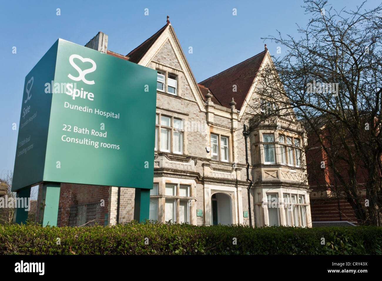 Exterior of Dunedin Hospital, a part of Spire Healthcare, in Reading, Berkshire, England. - Stock Image