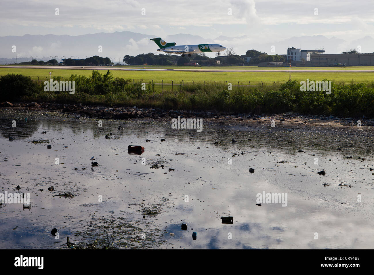 Garbage and fetid mud beside Rio de Janeiro International airport located in the shore of Guanabara Bay, Brazil. - Stock Image