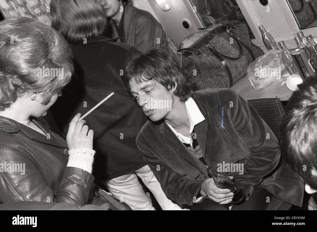 006905 - Mick Jagger of the Rolling Stones backstage at Ready Steady Go! in 1964 - Stock Image