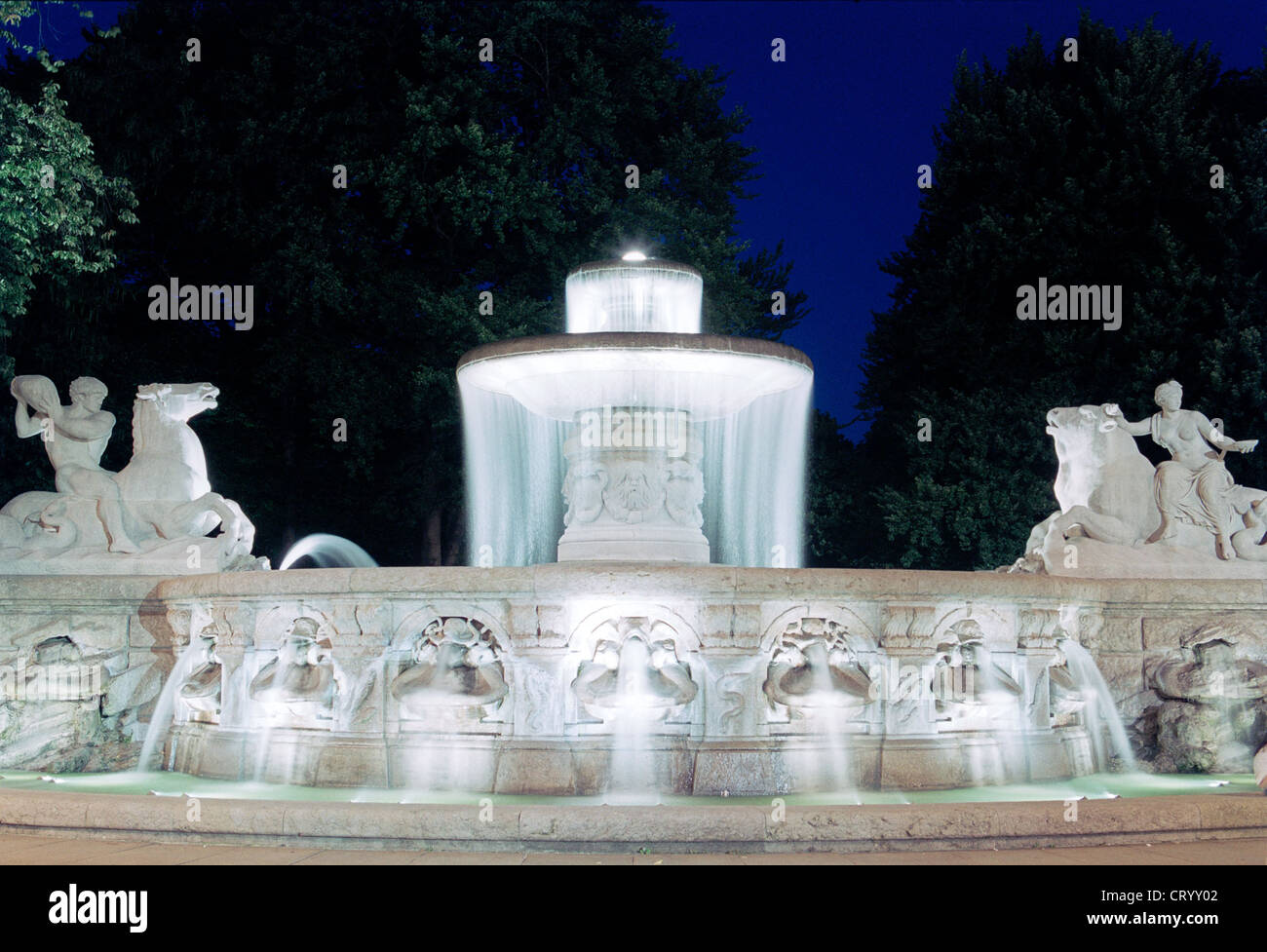 The Wittelsbach Fountain at Maximiliansplatz in Munich - Stock Image