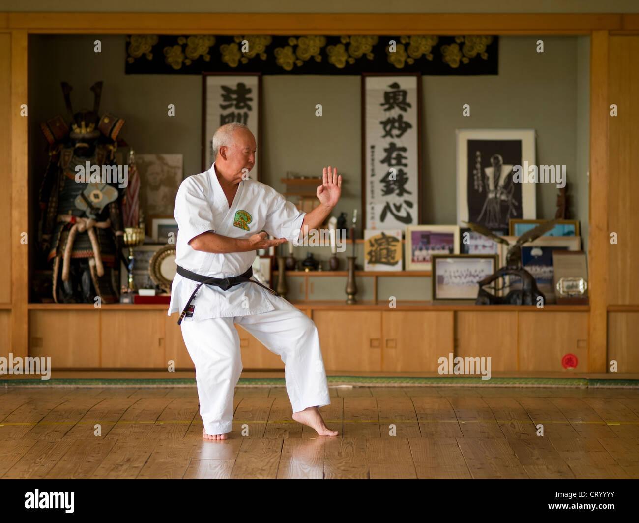 9th dan Gojuryu Karate Master Shigetoshi Senaha at his dojo in Tomigusku City, Okinawa. - Stock Image