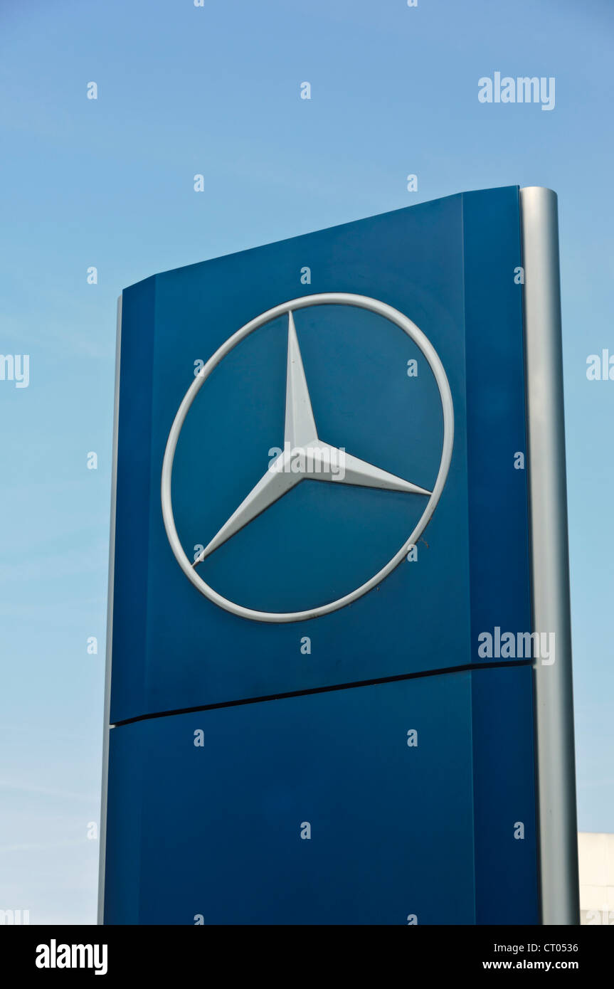 Car manufacturer Mercedes Benz Star Company Logo sign board Stock Photo