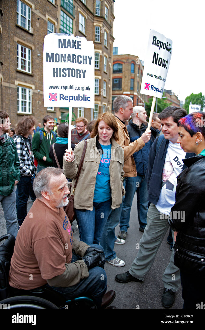 Anti-monarchists demonstrate near Tower Bridge during the JubileeThames River Pageant. - Stock Image