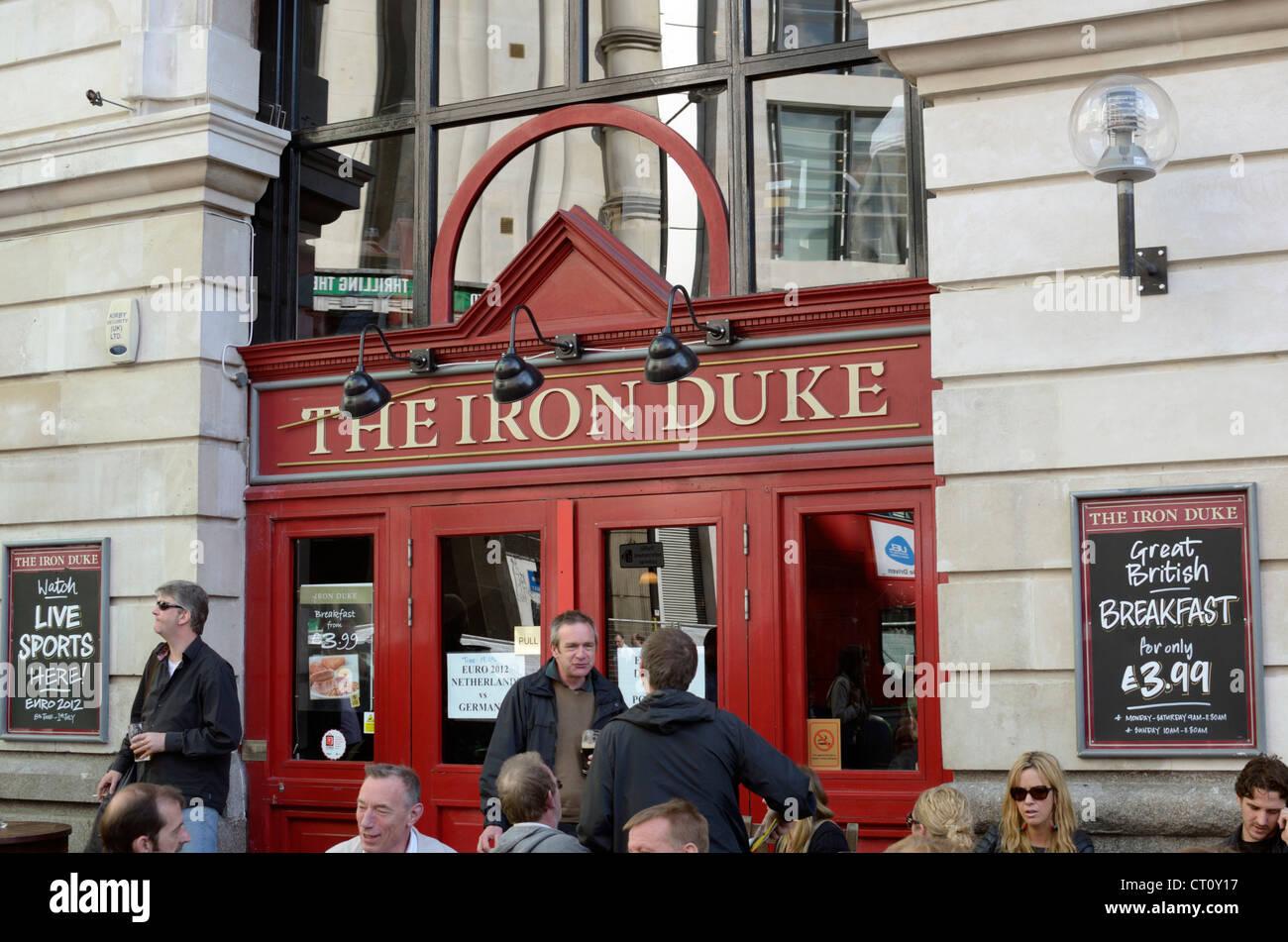 Customers outside the Iron Duke pub, Victoria Railway Station, London, UK - Stock Image