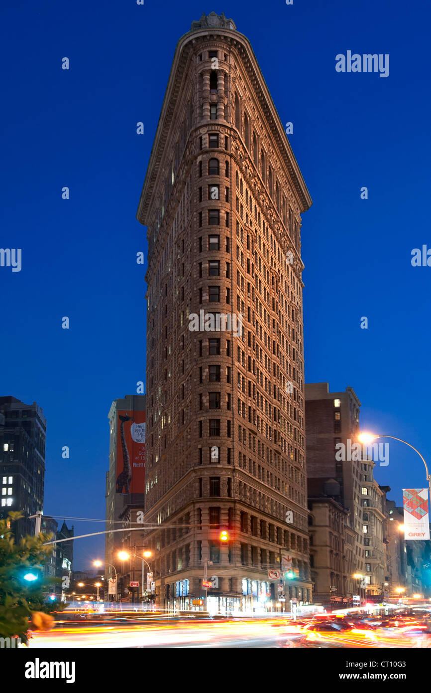 Dusk view of the Flatiron building (originally called the Fuller Building) in Manhattan, New York City, USA. - Stock Image