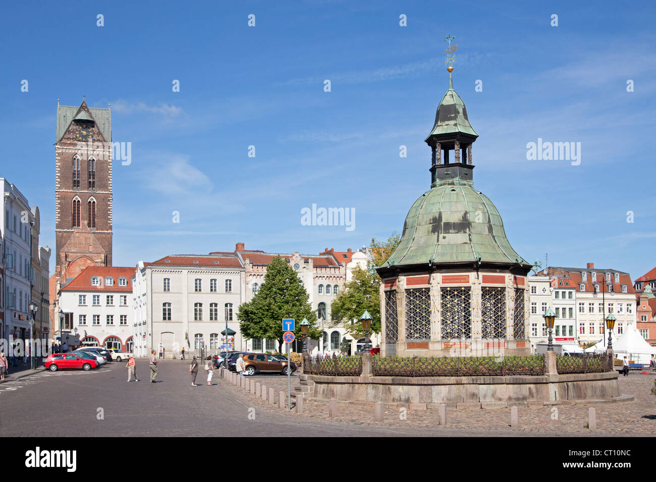 Church Tower of St.Marien and market square with Wasserkunst, Wismar, Mecklenburg-West Pomerania, Germany - Stock Image